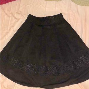 Black express skirt